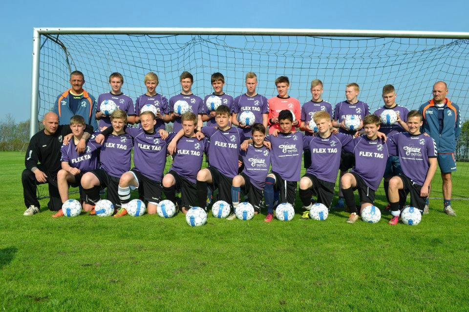 Dansk Metal forærer U-17 drenge nye bolde