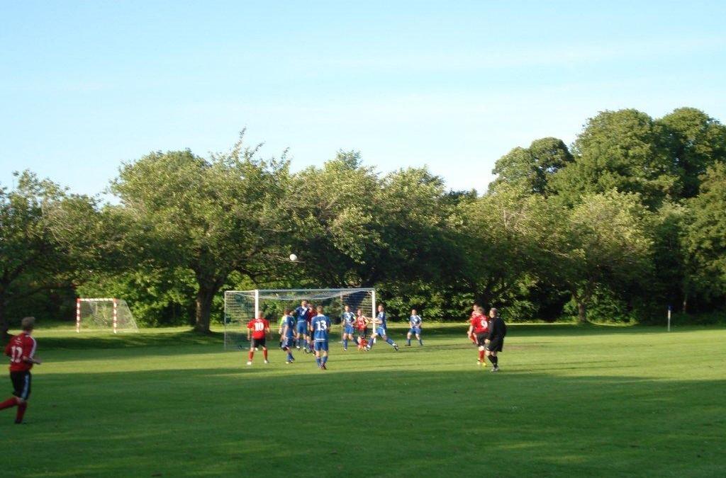 Fodboldsamarbejde på tværs af hovedvejen